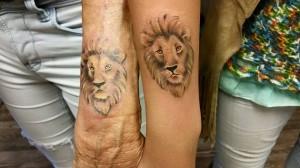 grandmother-granddochter-lion-tattoo